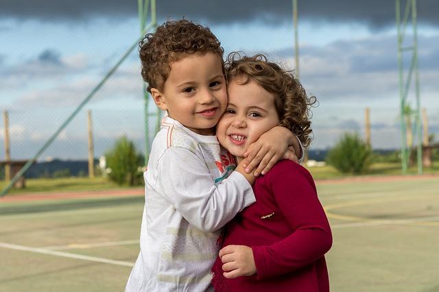 přitulení holčičky
