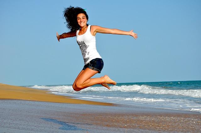 skok na pláži