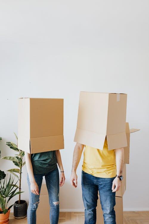 krabice lidé